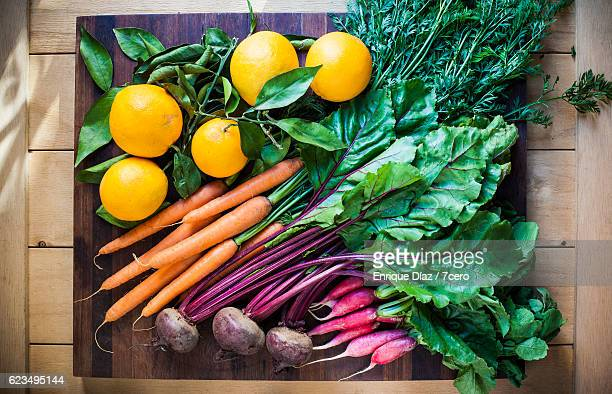 colourful root vegetables with oranges - frescura - fotografias e filmes do acervo