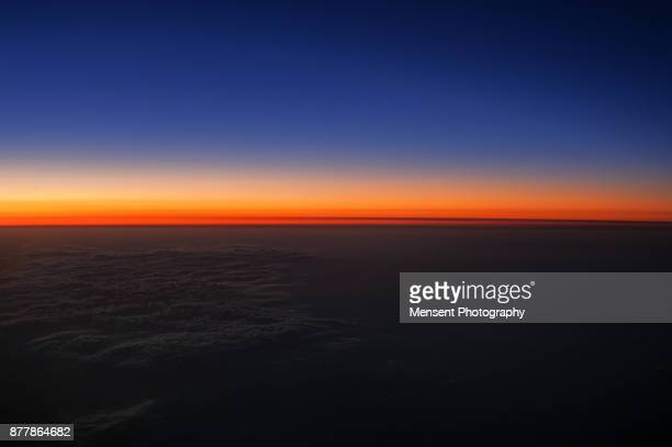 colourful scenery of rising sun over the horizon - horizon over land stock pictures, royalty-free photos & images