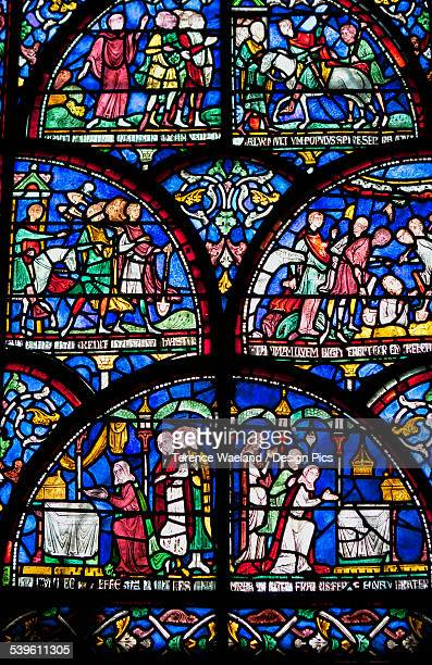 colourful stained glass window in canterbury cathedral - terence waeland stock pictures, royalty-free photos & images