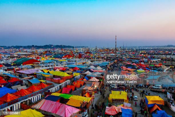 colourful tent houses in the lap of ganges - prayagraj stock pictures, royalty-free photos & images