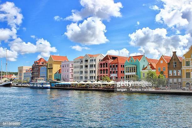 colourful waterfront of willemstad, curacao - curaçao stockfoto's en -beelden