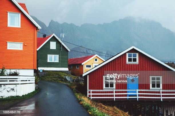 colourful wooden houses in henningsvaer, lofoten islands - september stock-fotos und bilder