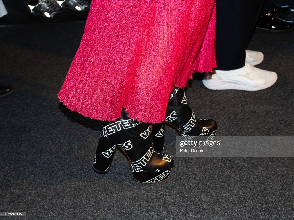 Backstage at London Fashion Week : ニュース写真