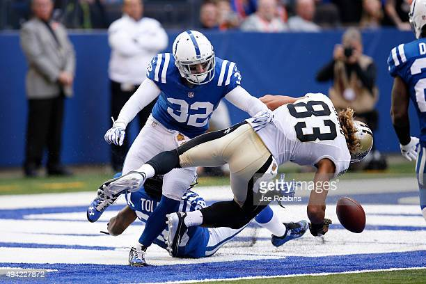 INDIANAPOLIS IN OCTOBER 25 Colt Anderson of the Indianapolis Colts defends a pass at the goal line against Willie Snead of the New Orleans Saints in...