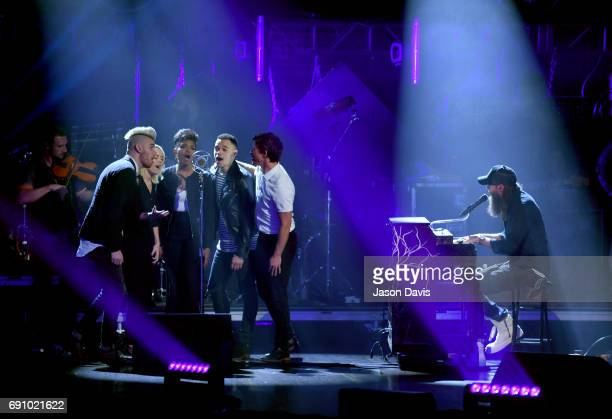 Colton Dixon Sarah Reeves Jasmine Murray Tauren Wells and Mike Donehey perform onstage with Crowder at the 5th Annual KLOVE Fan Awards at The Grand...