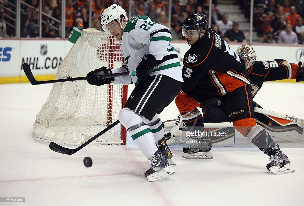 Dallas Stars v Anaheim Ducks - Game Five : News Photo