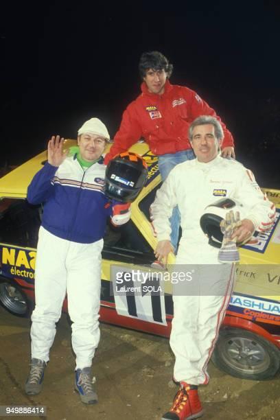Coluche Cyril Neveu et Bernard Giroux lors de la compétition autocross au Palais Omnisports de Bercy le 9 mars 1986 à Paris France