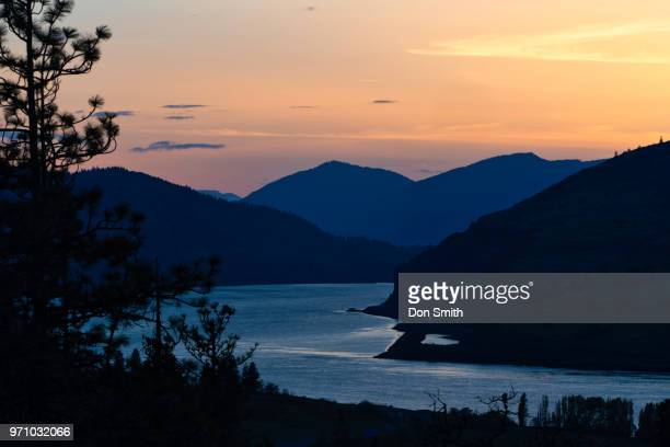 columbia river gorge at dusk - don smith stock pictures, royalty-free photos & images