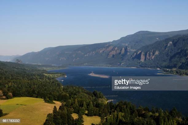 Columbia River Gorge Separates Oregon and Washington States