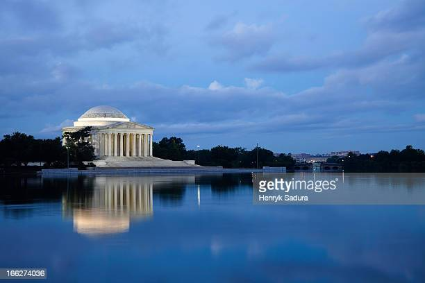 USA, Columbia, Washington DC, Thomas Jefferson Memorial at dusk