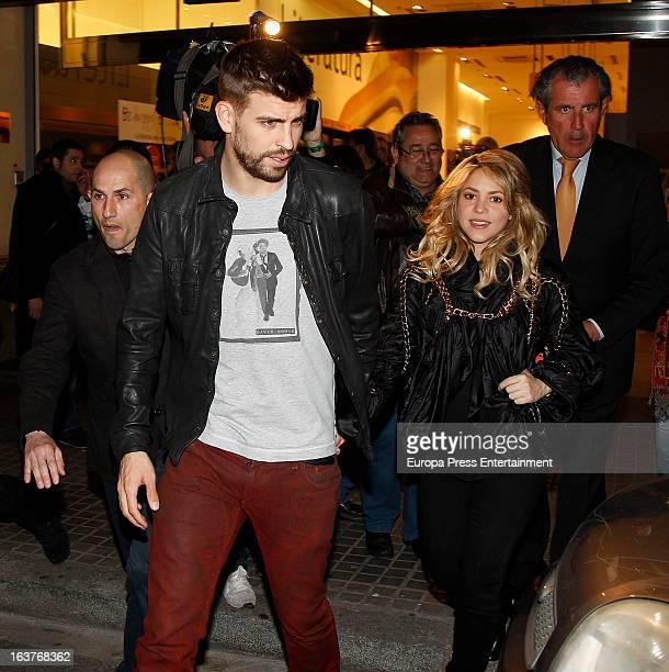 Columbian singer Shakira and Barcelona footballer Gerard Pique attend a press conference for his father Joan Pique latest book 'Fantasmas del pasado'...