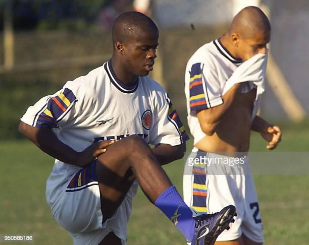 Columbian soccer player Javier Montano stretches during practice in Asuncion Paraguay 26 June 1999 Javier Montano de la seleccion colombiana de...