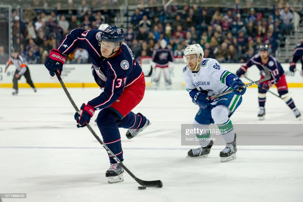 NHL: DEC 11 Canucks at Blue Jackets : News Photo
