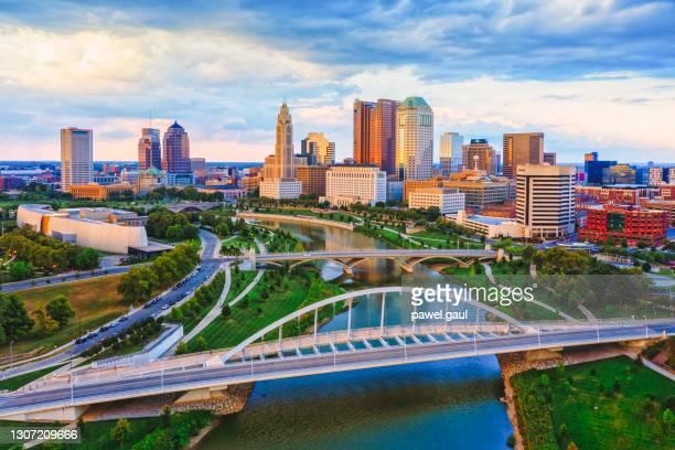 columbus ohio scioto river and main street bridge aerial view of downtown - columbus ohio stock pictures, royalty-free photos & images