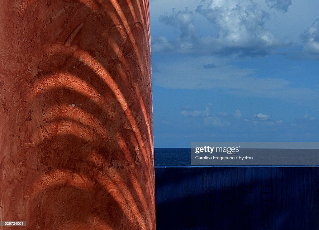 Column By Sea Against Sky : Foto stock