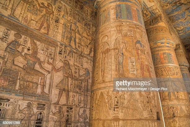 columns in second court, medinet habu (mortuary temple of ramses iii), west bank - tomb of ramses iii stock pictures, royalty-free photos & images