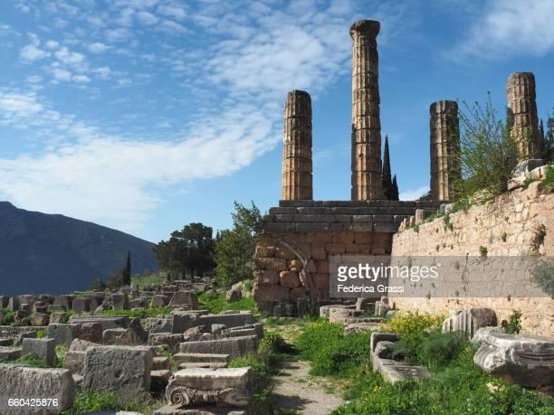 columns of the temple of apollo, delphi, greece - ユネスコ ストックフォトと画像