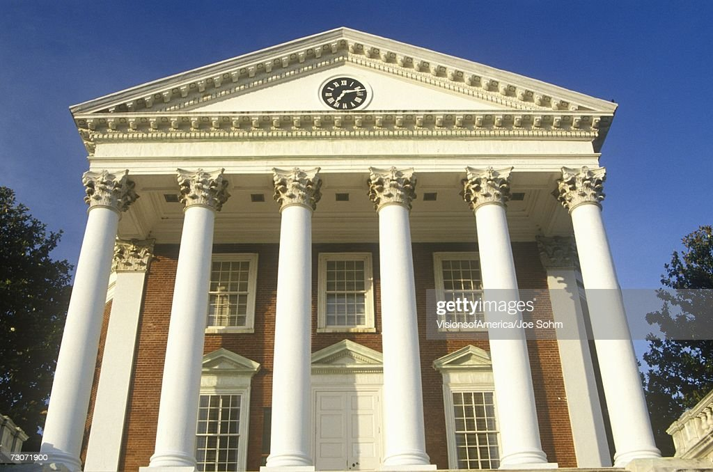 'Columns on building at University of Virginia inspired by Thomas Jefferson, Charlottesville, VA' : Foto de stock