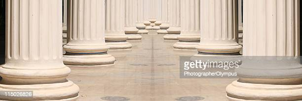columns - architectonische zuil stockfoto's en -beelden