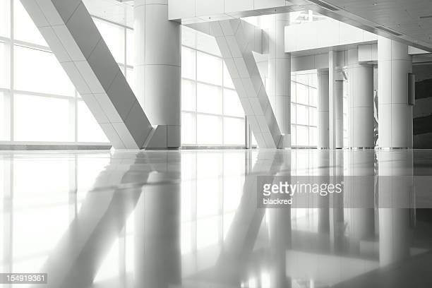 columns reflection - boog architectonisch element stockfoto's en -beelden