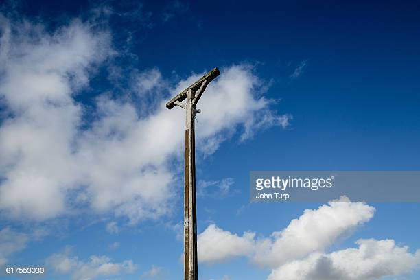 combe gibbet - berkshire downs stock pictures, royalty-free photos & images