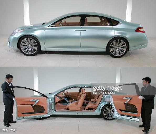 A Combo Photo Shows Japans Nissan Motor Unveiling Its Concept