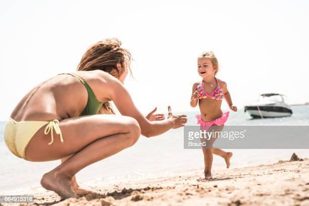zum mommy! - nordafrika stock-fotos und bilder