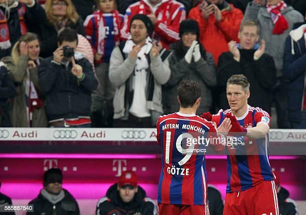 Comeback für Bastian SCHWEINSTEIGER FC Bayern München wird eingewechselt für Mario Goetze Götze FC Bayern München Zuschauer applaudieren 1 Bundesliga...