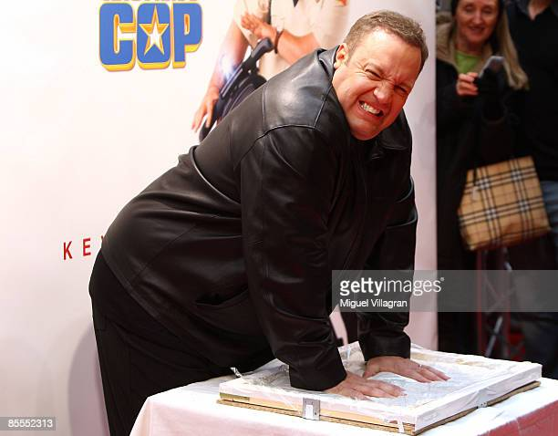 Comedian and actor Kevin James poses for the media as he leaves his handprints during the German premiere of the movie Mall Cop on March 22 2009 in...