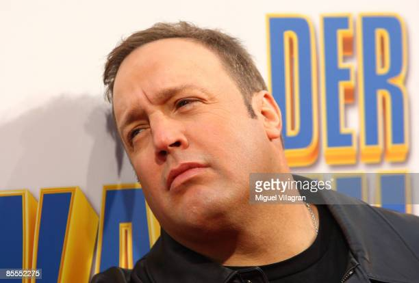 Comedian and actor Kevin James poses for the media during the German premiere of the movie Mall Cop on March 22 2009 in Munich Germany The movie...