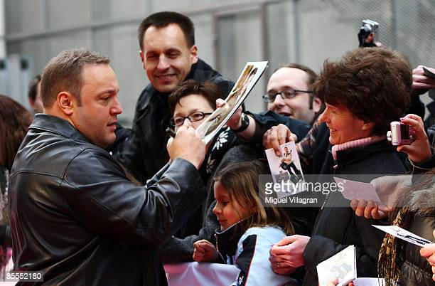 Comedian and actor Kevin James signs autographs during the German premiere of the movie Mall Cop on March 22, 2009 in Munich, Germany. The movie...