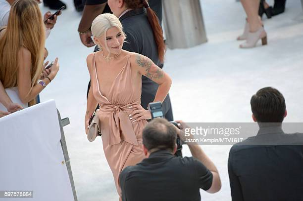 Comedian Carly Aquilino arrives to the 2016 MTV Video Music Awards PreShow at Madison Square Garden on August 28 2016 in New York City