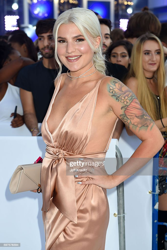 Comedian Carly Aquilino attends the 2016 MTV Video Music Awards at Madison Square Garden on August 28, 2016 in New York City.