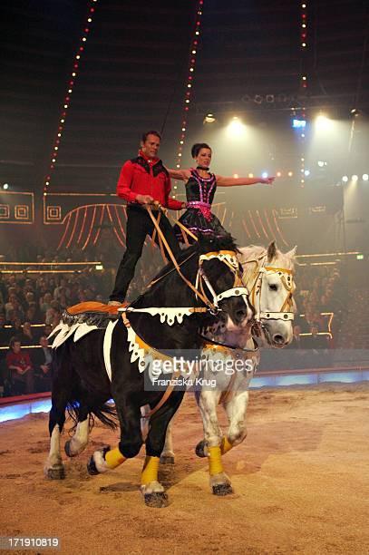Comedian Christian Tramitz Mit Dem Komischen Pas De Deux Zu Pferd Bei Der Generalprobe Zu Stars In Der Manege Im Circus Krone In München