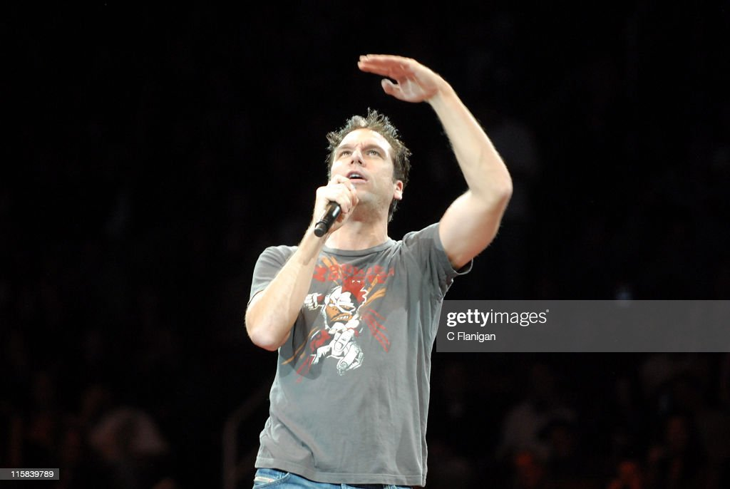 Dane Cook Performs Live at HP Pavilion, San Jose - December 5, 2007 : News Photo