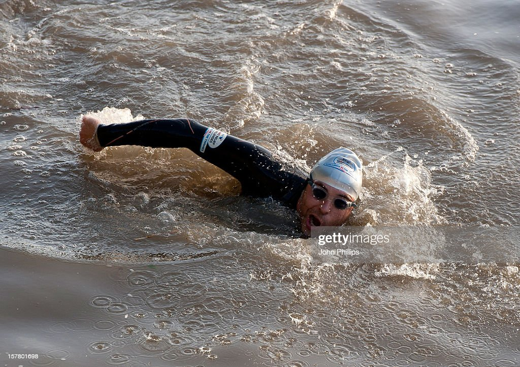 David Walliams Swims The Thames For Sport Relief : News Photo
