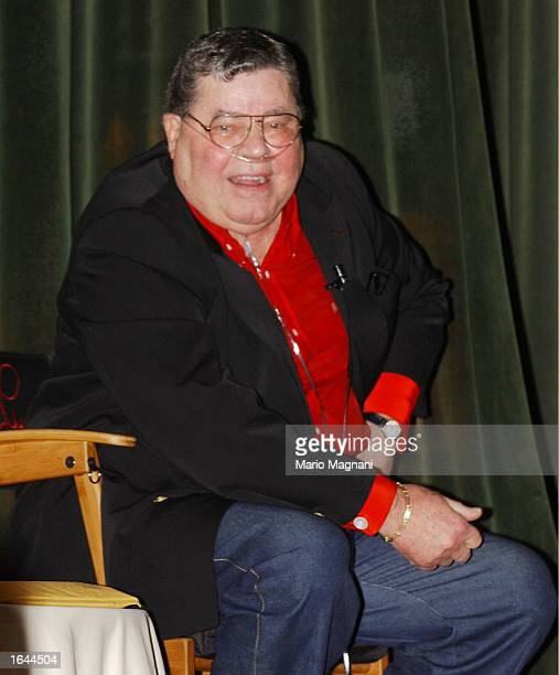 Comedian Jerry Lewis gives a lecture about comedy and his personal life experience for the learning annex at the Hilton Hotel November 14 2002 in New...