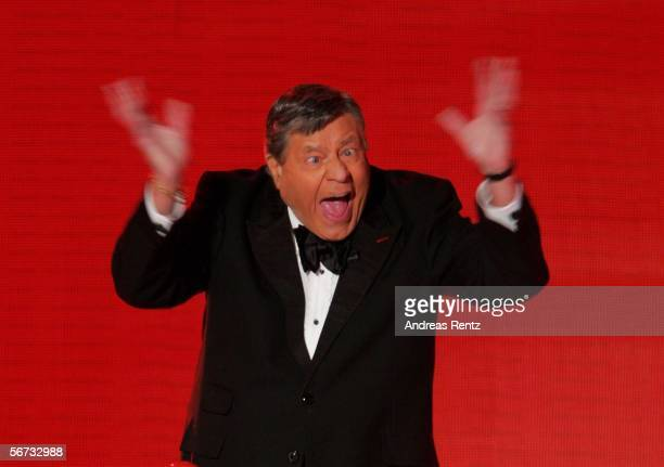 Comedian Jerry Lewis performs on stage at the Goldene Kamera Award February 2 2006 in Berlin Germany