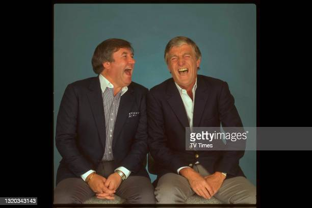 Comedian Jimmy Tarbuck laughing with television presenter Michael Parkinson, circa 1985.