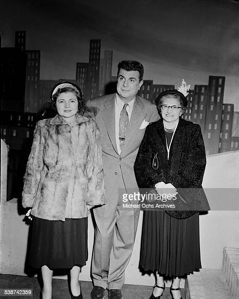 Comedian Ken Murray poses with Mrs Bonnie Knute Rockne and her daughter during rehearsals for The Toast of the Town hosted by Ed Sullivan in New...