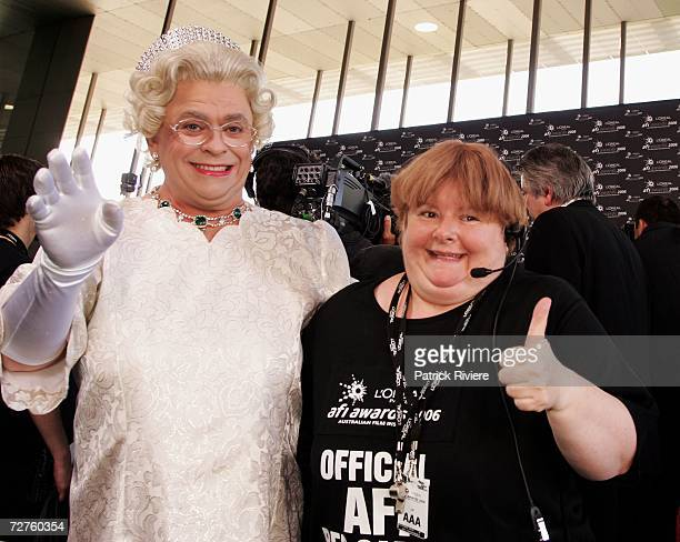 Comedian Magda Szubanski and a Queen Elizabeth impersonator pose on the red carpet at the L'Oreal Paris 2006 AFI Awards at the Melbourne Exhibition...
