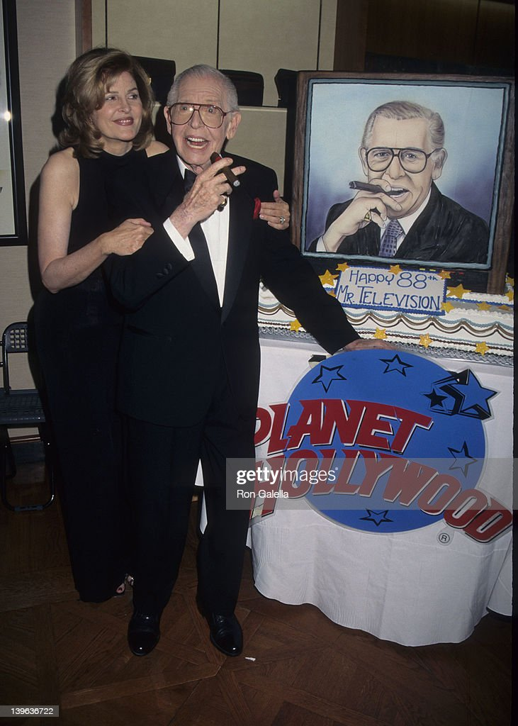 88th Birthday Party for Milton Berle : ニュース写真