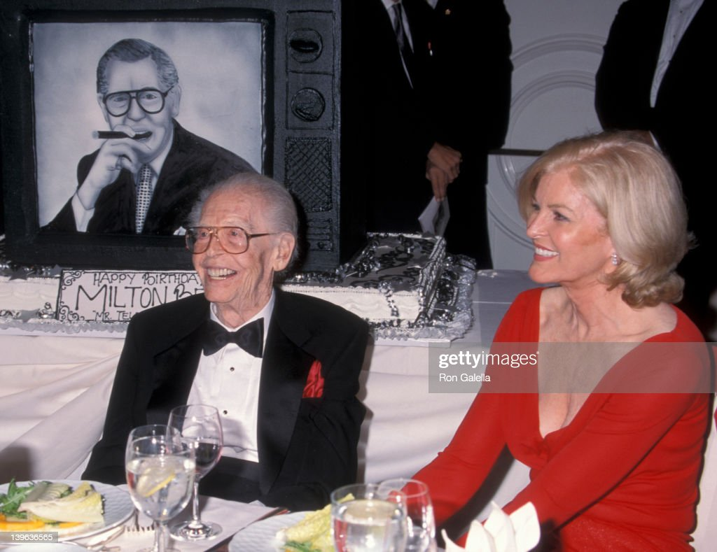 93rd Birthday Party for Milton Berle : ニュース写真