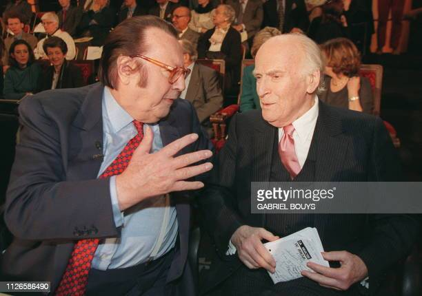 Comedian Raymond Devos shares a few words with violinist Yehudi Menuhin on January 27 at the Sorbonne's large amphitheater in Paris before the start...