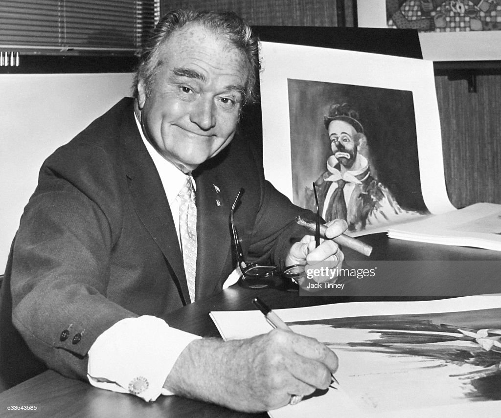 Red Skelton Signs His Artwork : News Photo