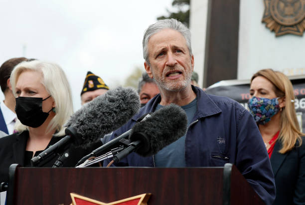 DC: Jon Stewart And Members Of Congress Hold News Conference On Benefits For Veterans Exposed To Burn Pits