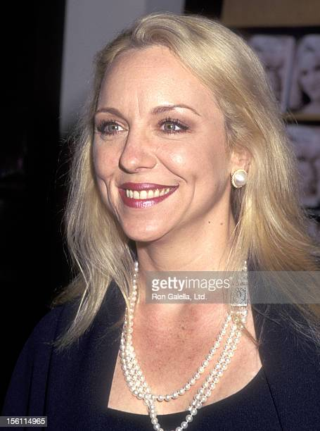 Comedienne Brett Butler autographs copies of her book 'Knee Deep in Paradise' on April 22 1996 at Barnes and Noble Bookstore in New York City New York