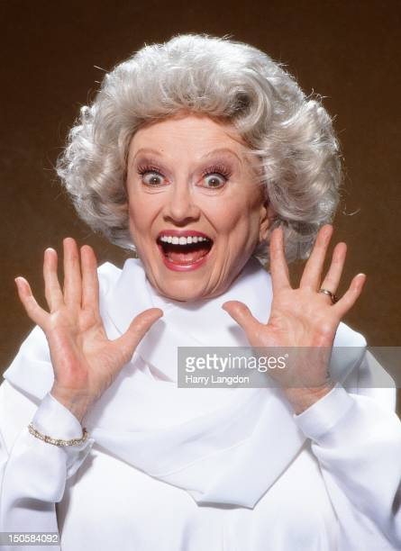 Comedienne Phyllis Diller poses for a portrait session in 1991 in Los Angeles California