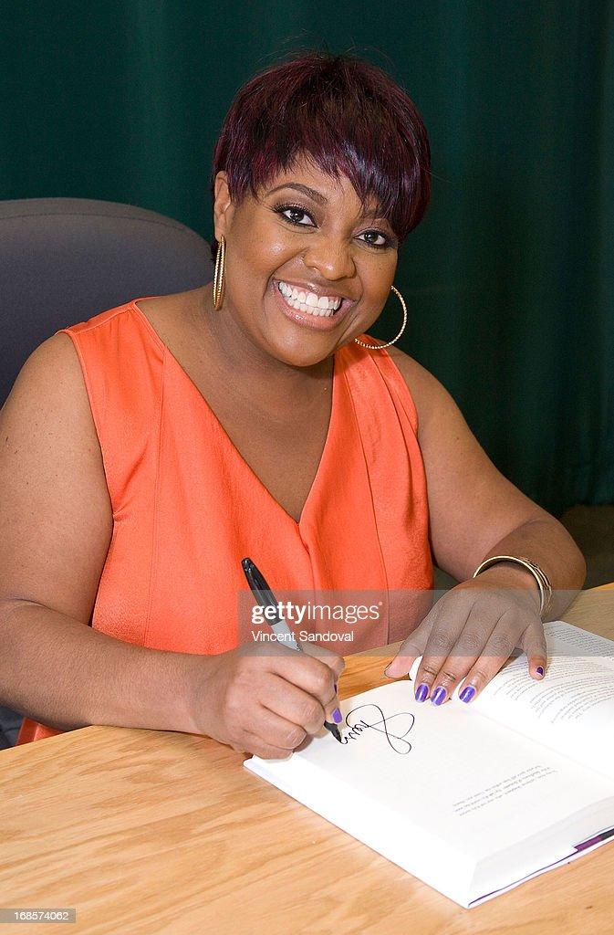Comedienne Sherri Shepherd signs copies of her new book 'Plan