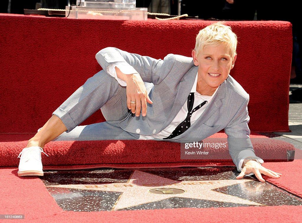 Ellen DeGeneres Honored On The Hollywood Walk Of Fame : ニュース写真